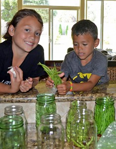 Kids_canning_beans