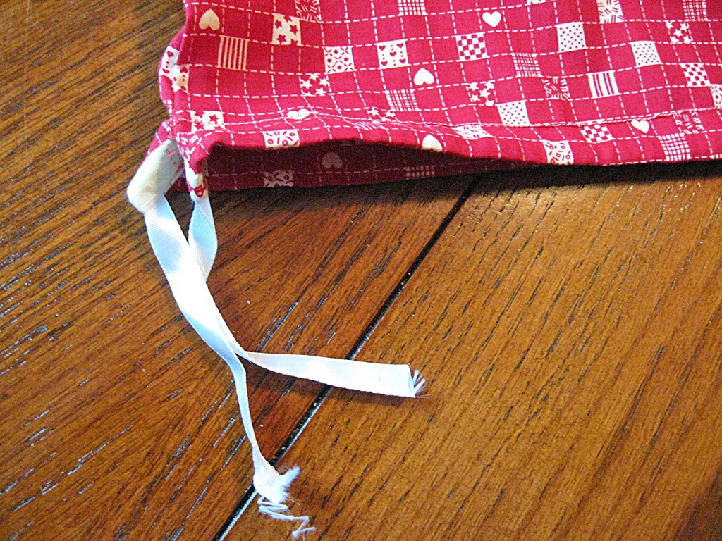 12 Remove the safety pins and grasp the ends of the cord together